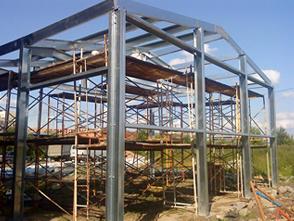 процесс строительство здания из металлокаркаса
